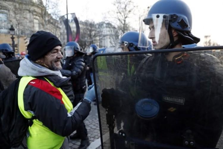 """23e82fc58943 Foto  V Paríži sa začali ďalšie protesty """"žltých viest"""""""