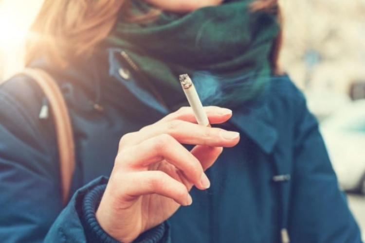 22b92af2f151 Žena si išla zapáliť cigaretu na balkón