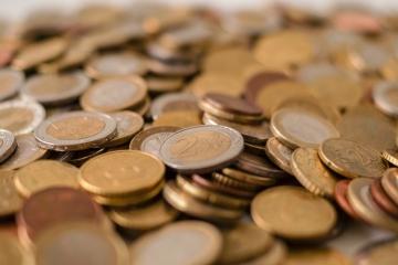 Domácnosti sa výrazne zadlžujú, vytvára sa nerovnováha