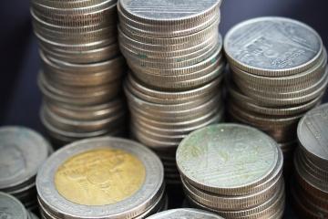Dlhy sveta rastú rýchlejšie ako globálny výkon ekonomiky