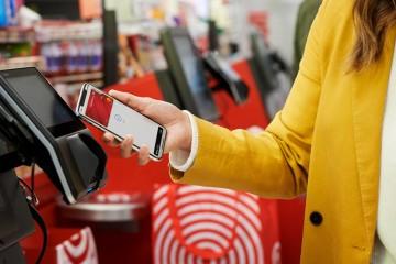 Služba Apple Pay je oddnes dostupná na Slovensku