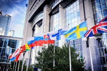 Štáty EÚ sabotujú boj proti praniu špinavých peňazí, hovoria europoslanci
