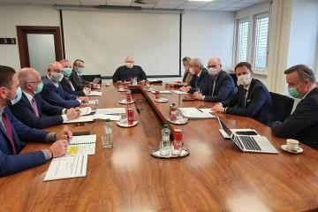 Rokovanie AZZZ, ministra hospodárstva a ministra financií