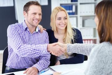 Nové podmienky poskytovania úverov budú voči mladým ľudom menej prísne