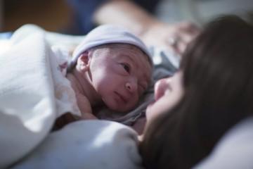 Žena dokázala sama porodiť svoje dieťa a prejsť 160 kilometrov do najbližšieho mesta