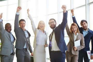 Zamestnávatelia lákajú zamestnancov na štedré benefity