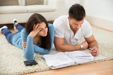 Nové úverové pravidlá už platia, NBS chce zadlžovanie len pribrzdiť