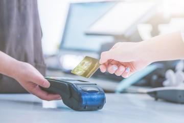 Slováci majú platby kartou radi, hotovosť je na ústupe
