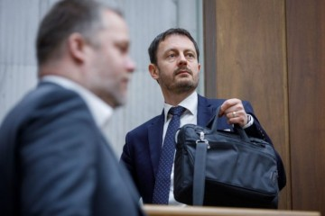 Minister Heger avizuje veľký deficit verejných financií a dostal aj otázku o trinástych dôchodkoch