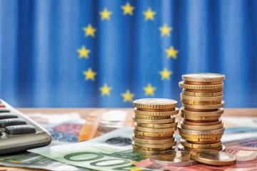 Sektor služieb je pod tlakom obmedzení, v eurozóne zaznamenal ďalší prepad