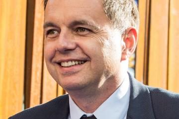 Novým guvernérom NBS sa stane Peter Kažimír