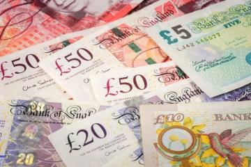 Rozpočtový deficit Veľkej Británie sa dostal na najvyššiu úroveň od druhej svetovej vojny