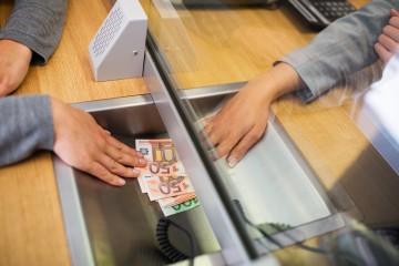 Finančná situácia Slovákov je ťažká, nestačíme ani na strednú a východnú Európu