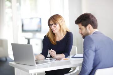 Je lepšie investovať sám alebo sa poradiť sporadcom?