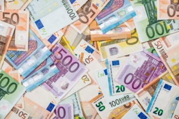 Prvú pomoc dostali už desiatky tisíc ľudí, štát vyplatil viac než jedenásť miliónov eur