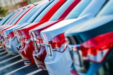 Štát pomôže predajcom áut vyrovnať sa s krízou, vozidlá ukončenej série budú ponúkať dlhšie