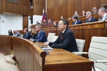 Minister financií Ladislav Kamenický v parlamente