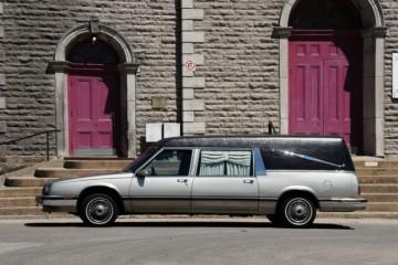 Zlodej ukradol pohrebné auto, odviezol si aj telo zosnulej osoby