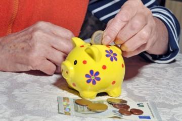 Slovenskí dôchodcovia majú v rámci EÚ najvyššie výdavky na bývanie a potraviny
