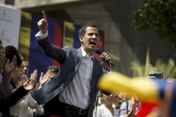 Aktualizované: Guaidó sa vyhlásil za dočasného prezidenta Venezuely, Maduro reaguje prerušením vzťahov s USA