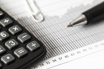Neuhradené faktúry blokujú väčším slovenským firmám okolo 2,7 mil. eur