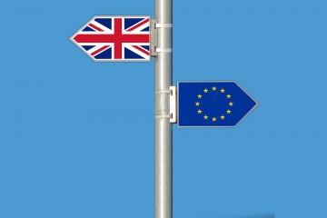 Odmietnutie dohody o vystúpení Veľkej Británie z EÚ zatiaľ neznamená tvrdý brexit