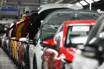 Výroba automobilov na Slovensku klesla za prvý polrok podľa odhadov minimálne o štvrtinu