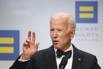 Joe Biden zvíťazil v demokratických primárkach v desiatich zo štrnástich štátov