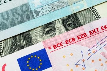 ECB pomaly spomaľuje nákup dlhopisov, vyššie sadzby sú aj v USA