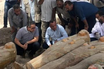 Staroveké rakvy objavené v egyptskom Luxore patrili mužom, ženám a deťom z 22. dynastie