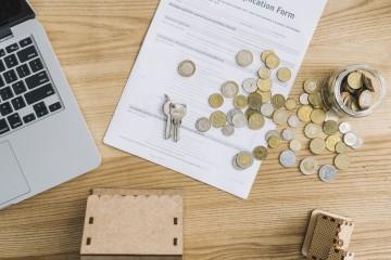 Parlament schválil limit na provízie agentov za sprostredkovanie niektorých úverov