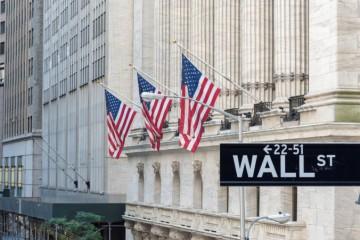 Pandémia koronavírusu zasiahla americký trh práce, zrušené pozície atakujú stav z obdobia finančnej krízy