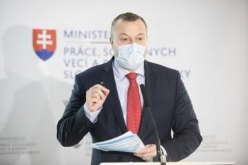 Nezamestnanosť na Slovensku sa od začiatku koronakrízy po prvý raz znížila. Zvrátili sme trend, vraví Krajniak