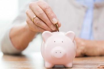 Slováci držia peniaze hlavne na účtoch, ale v porovnaní s inými Európanmi majú nasporené málo