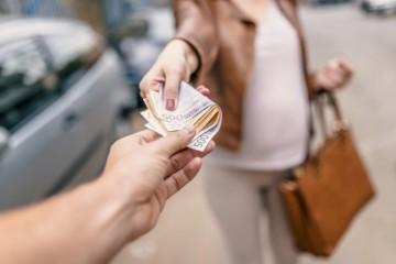 Slovenské ženy zarábajú o pätinu menej ako muži, najväčšie rozdiely sú najmä v troch krajoch