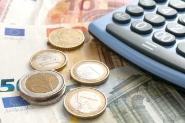Priemerná hrubá mzda na Slovensku klesla v troch odvetviach, ale stúpla aj v gastronómii