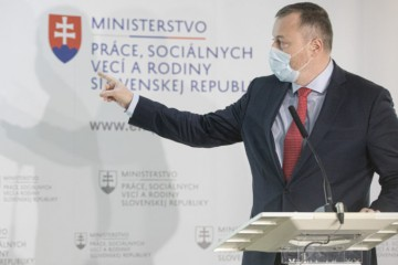Krajniak navrhuje zrušiť Dankovo oslobodenie trinástych a štrnástych platov od sociálnych odvodov