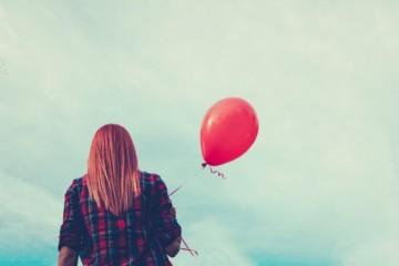 Britka vypustila balón na otcovu pamiatku, po viac ako 1700-kilometrovej ceste pristál v Poľsku