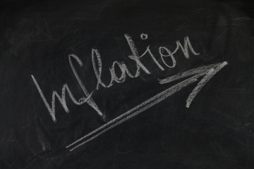 Rast eurozóny môžu okrem inflácie ohroziť aj ďalšie riziká