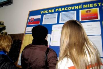 Viac ako štyri roky je na Slovensku bez práce menej ľudí než vlani, najviac ich má Prešovský kraj