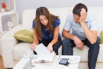 NBS opäť varuje pred zadlžovaním, sťažuje sa na účelové kampane okolo nových opatrení