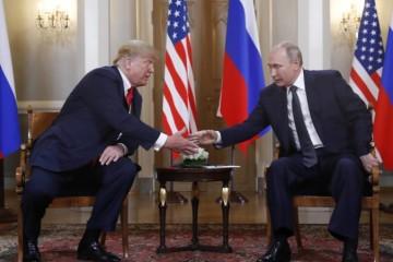 """Putin považuje samit s Trumpom za úspešný, má však obavy z nemenovaných """"vplyvov"""" v USA"""