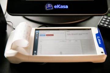 Finančná správa kontroluje zavádzanie systému eKasa, objavila aj blok na miliardu eur