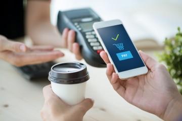 Mobil začína ovládať banky