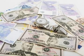 Spoločná európska mena voči doláru výrazne klesla