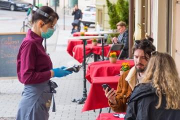 Gastroprevádzky nemajú vyhraté. Prieskum ukázal, koľkí Slováci sa chcú vrátiť do reštaurácií