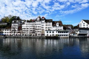 Najdrahšie mestá sú vo Švajčiarsku, v Prahe sa žije ľahšie ako v Bratislave