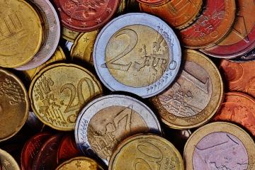 Neskrývajte vaše peniaze do vankúša, radšej ich  rozumne investujte