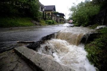 Vo viacerých okresoch Slovenska hrozia povodne, meteorológovia vydali aj výstrahu tretieho stupňa