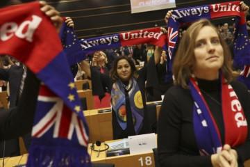 Veľká Británia definitívne opúšťa Európsku úniu, europoslanci schválili Dohodu o brexite